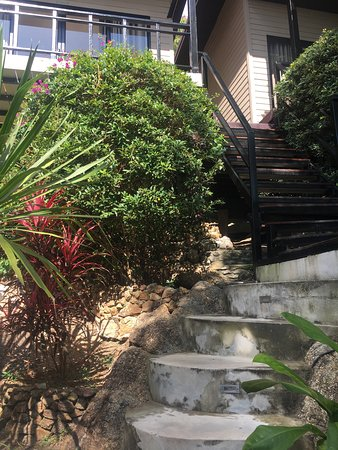 West Coast Beach Resort: Steep, molten stairs up to the room