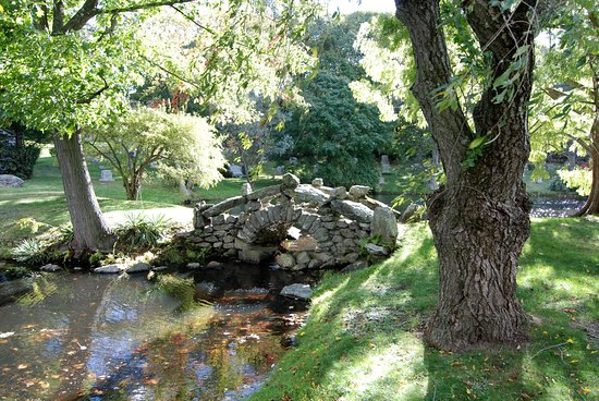 Stone bridge at Newton Cemetery