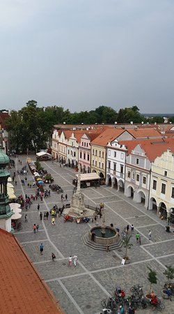 pohled z věže na náměstí