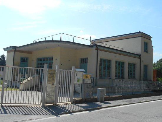 Cuneo, Italia: Ingresso della  Biblioteca A. Borsi - Sezionale del CAI