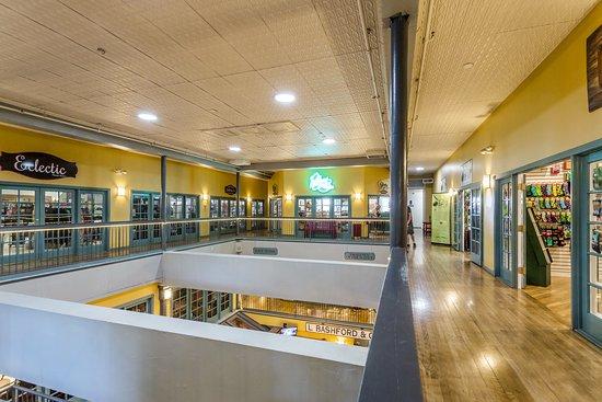 Bashford Courts Atrium Mall: Third Floor Shops