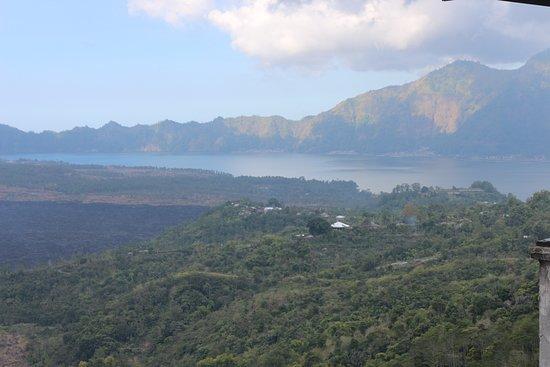 Kedisan, Indonesien: Batur Sari Restaurant, view of Batur Volcano