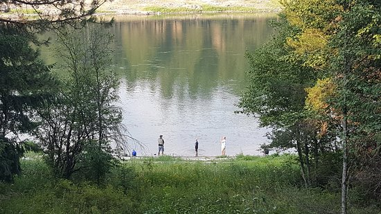 Thompson Falls, Монтана: Log cabin lodging, Motel Rooms, and vacation house rentals! Summer activities, hiking, swimming,