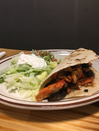 Walnut Cove, Северная Каролина: BBQ Chicken Taco (I have them hold the slaw)