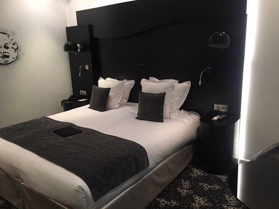 Quality Hotel Centre del Mon: Une des 2 chambres communicantes