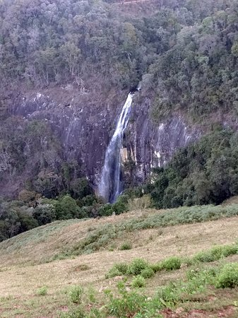 Itamonte: Cachoeira da Fragária vista da estrada do bairro da Fragária