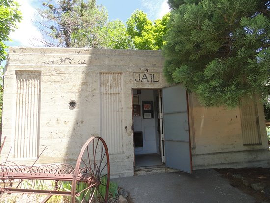 Fort Crook Museum: The old jail house