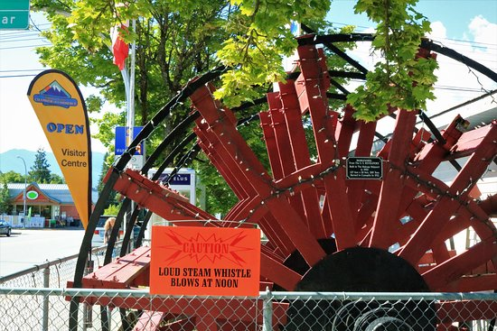 Looking for the Nakusp Visitor Centre?  Look for the big red paddle wheel.  Photo by Maia Smith