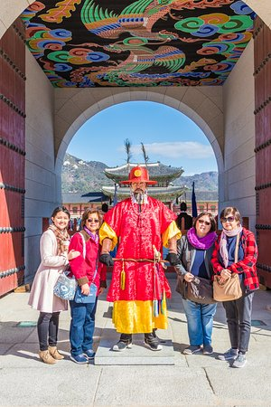 This is KOREA Tours: with palace guard