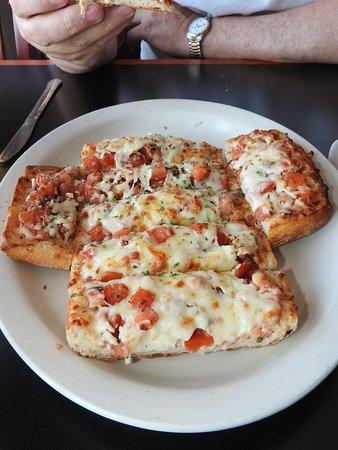 Fishers Landing, Estado de Nueva York: Bruschetta bread, so good!