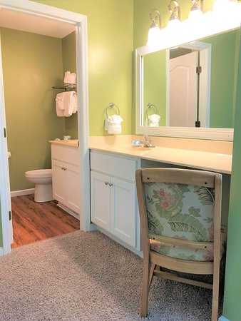 Egrets Pointe Townhouses: Master Bathroom Vanity and Bath