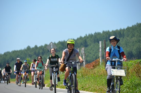 Furano, Giappone: E-Bikeで行くツーリングエリアはお客様のレベルに合わせて組み立てます。E-Bike touring route will be arranged for each ability.