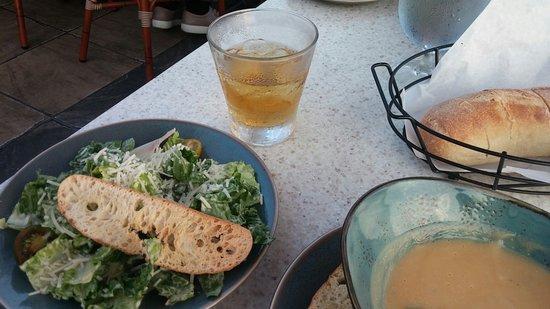 Poseidon Restaurant: Caesar salad and Jack Daniels pour