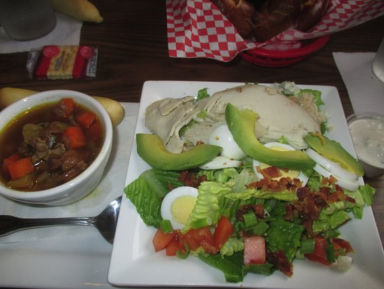 Gabe's by the Park: Cup of Soup with Cob salad