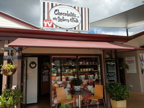 Eagle Heights, Austrália: Chocolates on Gallery Walk invites you to enjoy our fine chocolates and enjoy Gallery Walk