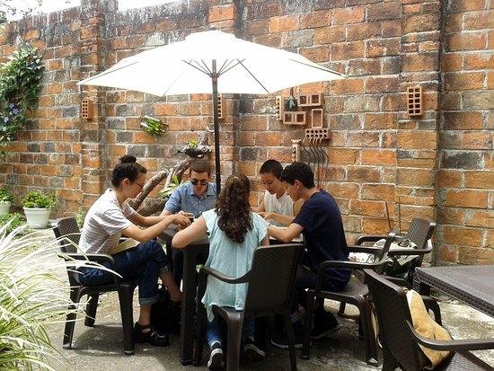 Sevilla, Kolumbien: Jovenes disfrutando de la lectura