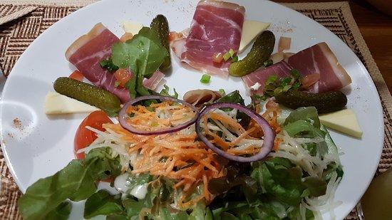 Matoury, جيانا الفرنسية: salade charcuterie