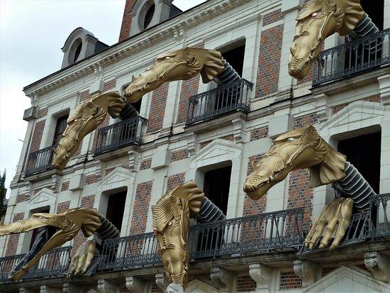 Blois, France: Place du Château - Maison de la Magie