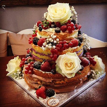 Pfaffenhofen an der Ilm, Germany: Hochzeitstorte - Naked Cake