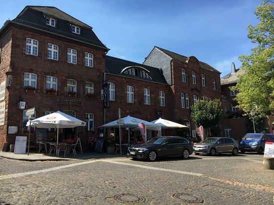Nideggen, Γερμανία: Le restaurant en plein centre