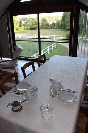Charleval, Francja: Le salon commun au chambres