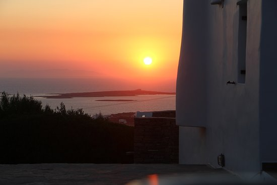Paros Butterfly Villas: Grill zone with sea view