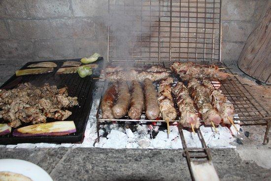 Paros Butterfly Villas: Gyros - Sausage and Souvlaki on the grill (butcher Georgios Triandafilos, Parikia)