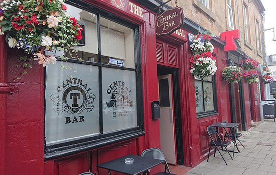 Peebles, UK: Award winning flowers at The Central Bar