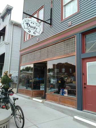 David's Delicatessen: well maintained exterior