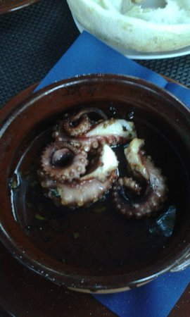 Markgroeningen, Jerman: Octopus in terracotta mit pizzahaube ( 17.80 )