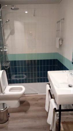 TRH Magaluf: Keurige badkamer met rain-shower en handdouche, fijne handdoeken , fohn en zelfs toiletgerei