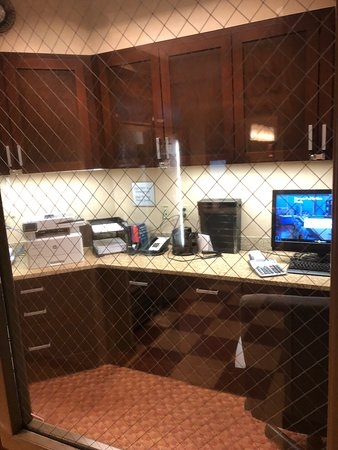 Hampton Inn & Suites Hartford/East Hartford: Business center