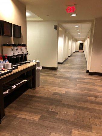 Hampton Inn & Suites Hartford/East Hartford: 24 hour tea and coffee