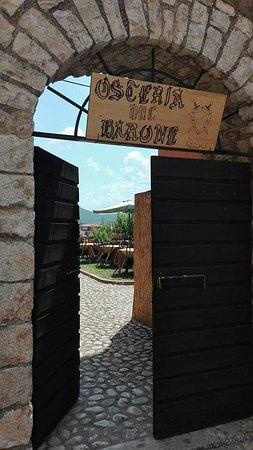 Per tutta l'estate si trova nella splendida cornice del Giardino del Castello Baronale di Maenza