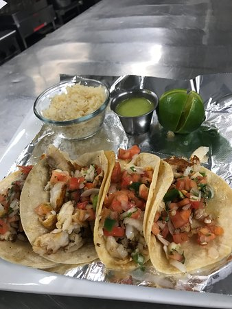 Calvert City, KY: Fish Tacos!! Come in either Salmon or Tilapia!