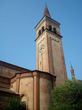 Castel San Giovanni, Italie : L'alto campanile