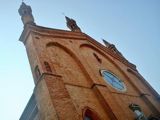 Castel San Giovanni, Italie : La facciata