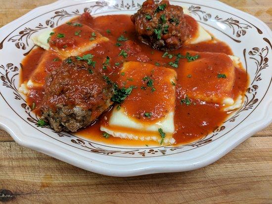 Sherburne, นิวยอร์ก: Lewis' Restaurant stuffed raviolli