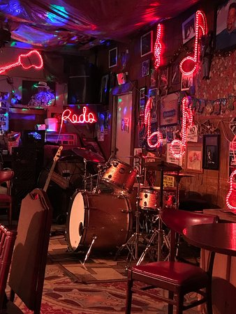 Red's Lounge: IMG_2049_01_large.jpg