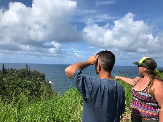 Makawao, هاواي: Erin, our tour guide, was pointing out the sites.