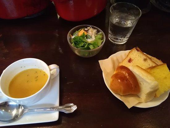 Roven: スープ、パン、サラダ