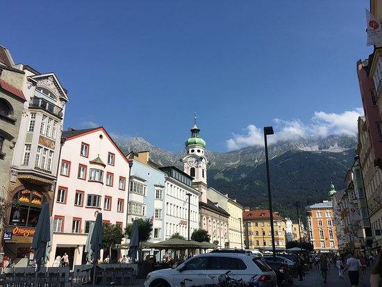 AC Hotel Innsbruck: Вид на горы с одной из улиц