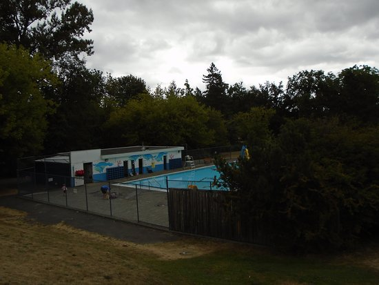 Hume Park: Swimming Pool