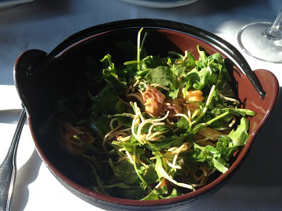 Clio, Kalifornien: Fried Calamari with Mee Krob noodles and arugula