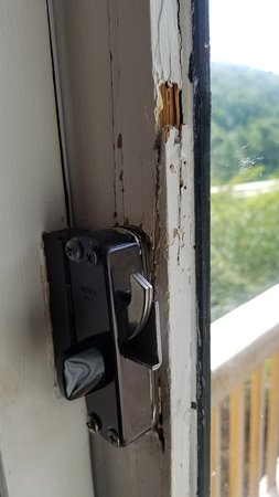 Kingwood Country Club & Resort: First lock rotted out, second lock has rotted too