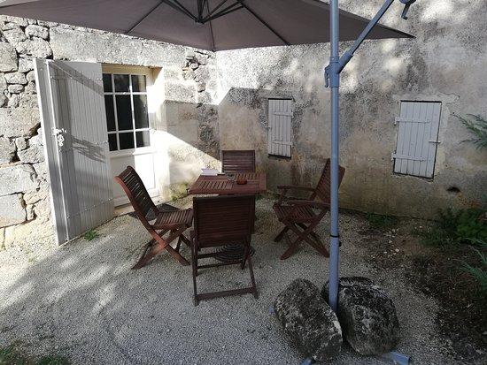 Tizac-de-Curton, France : Terrasse de notre chambre