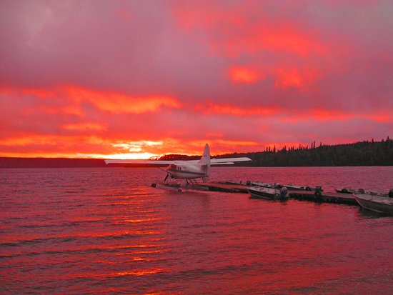 Big Trout Lake, Canada: Sunset from the dining room window!