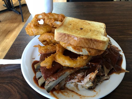 Mabelvale, AR: Ribs with onion rings