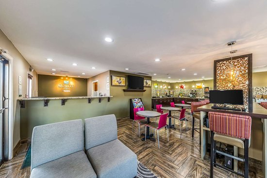 Glenpool, OK: Hotel lobby