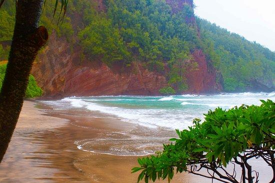 Makawao, هاواي: Kaihalulu Bay - Red Sand Beach